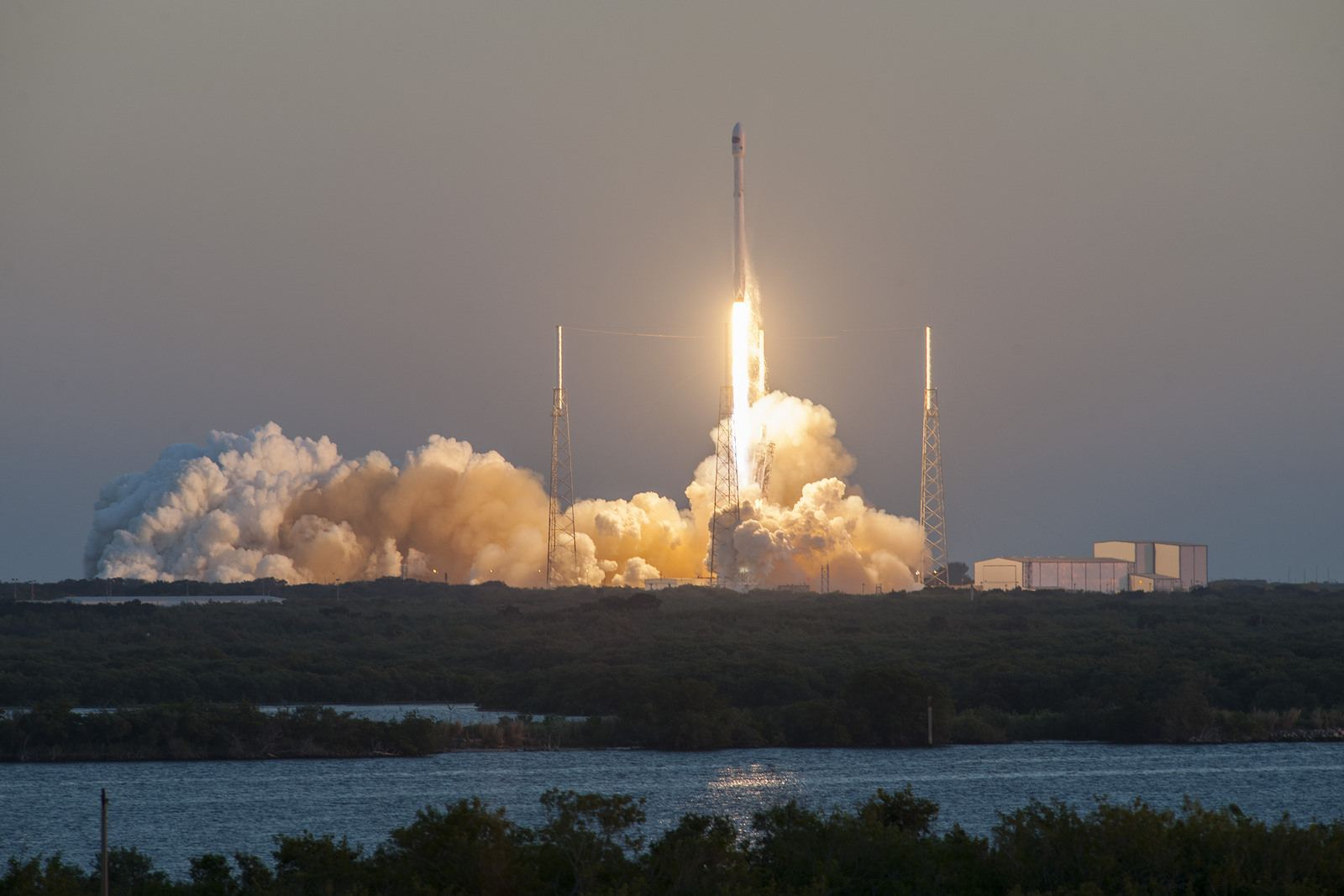 spacex1 Falcon 9 lifted off from SpaceX Launch Complex