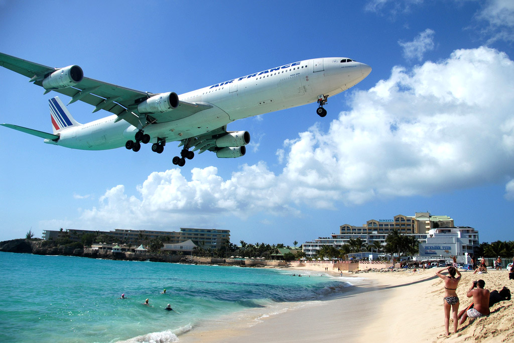 maho beach st maarten Planes Landing over Maho Bay Beach