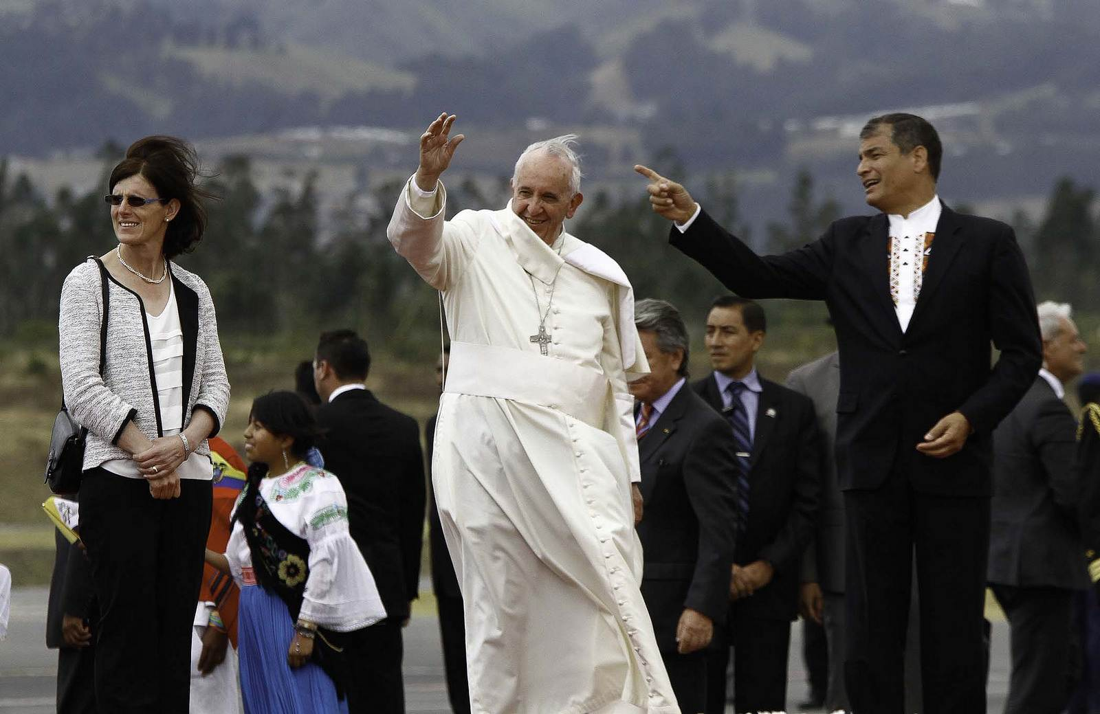 pope francis3 Pope Francis leaving Ecuador