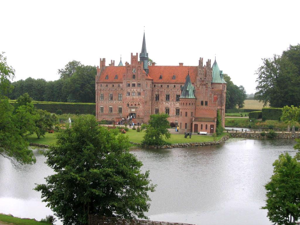 egeskov10 Egeskov Renaissance Water Castle in Denmark