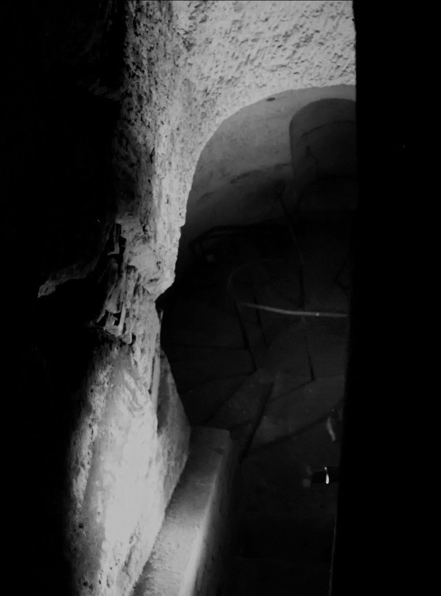 mysterious catacombs paris10 The Mysterious Catacombs of Paris