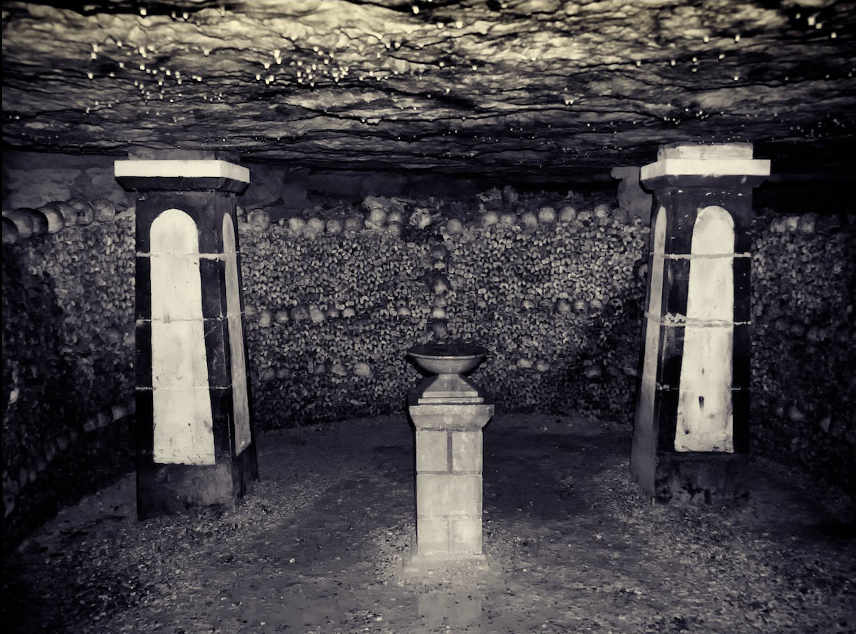 mysterious catacombs paris4 The Mysterious Catacombs of Paris