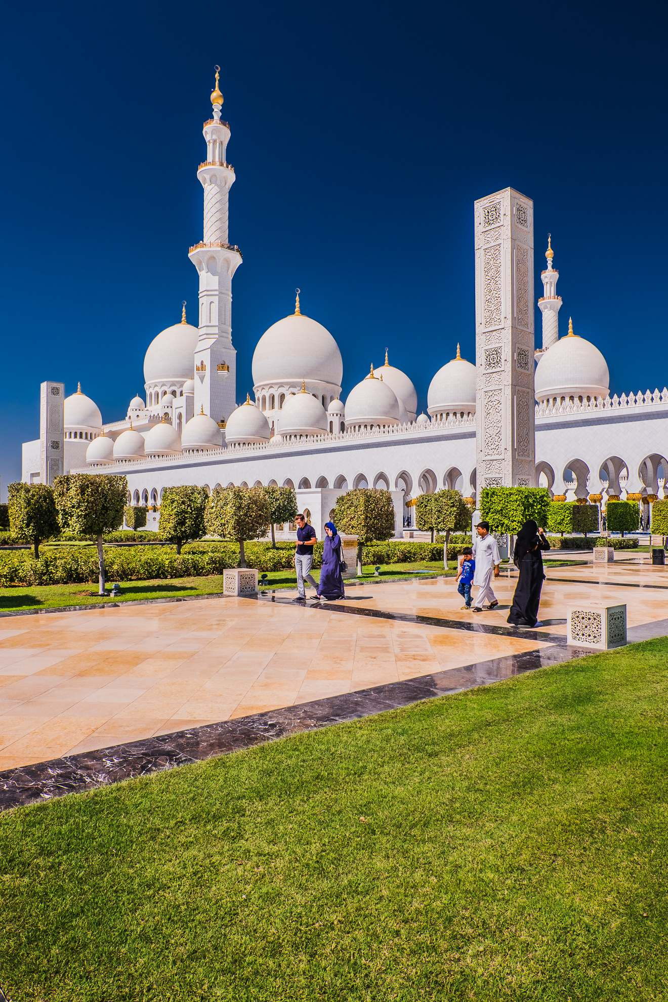 sheikh zayed grand mosque Picturesque Sheikh Zayed Grand Mosque in Abu Dhabi