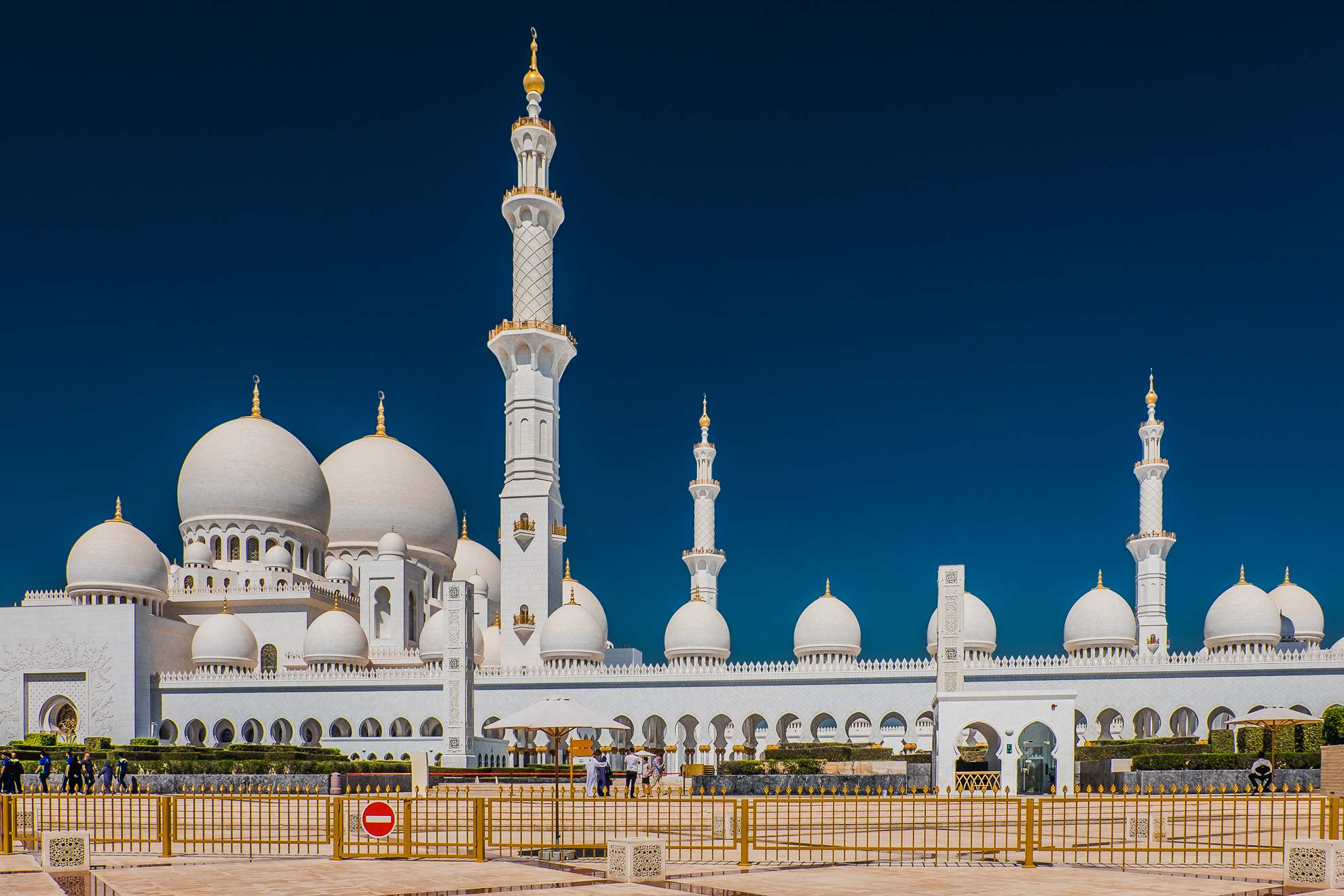 sheikh zayed grand mosque3 Picturesque Sheikh Zayed Grand Mosque in Abu Dhabi