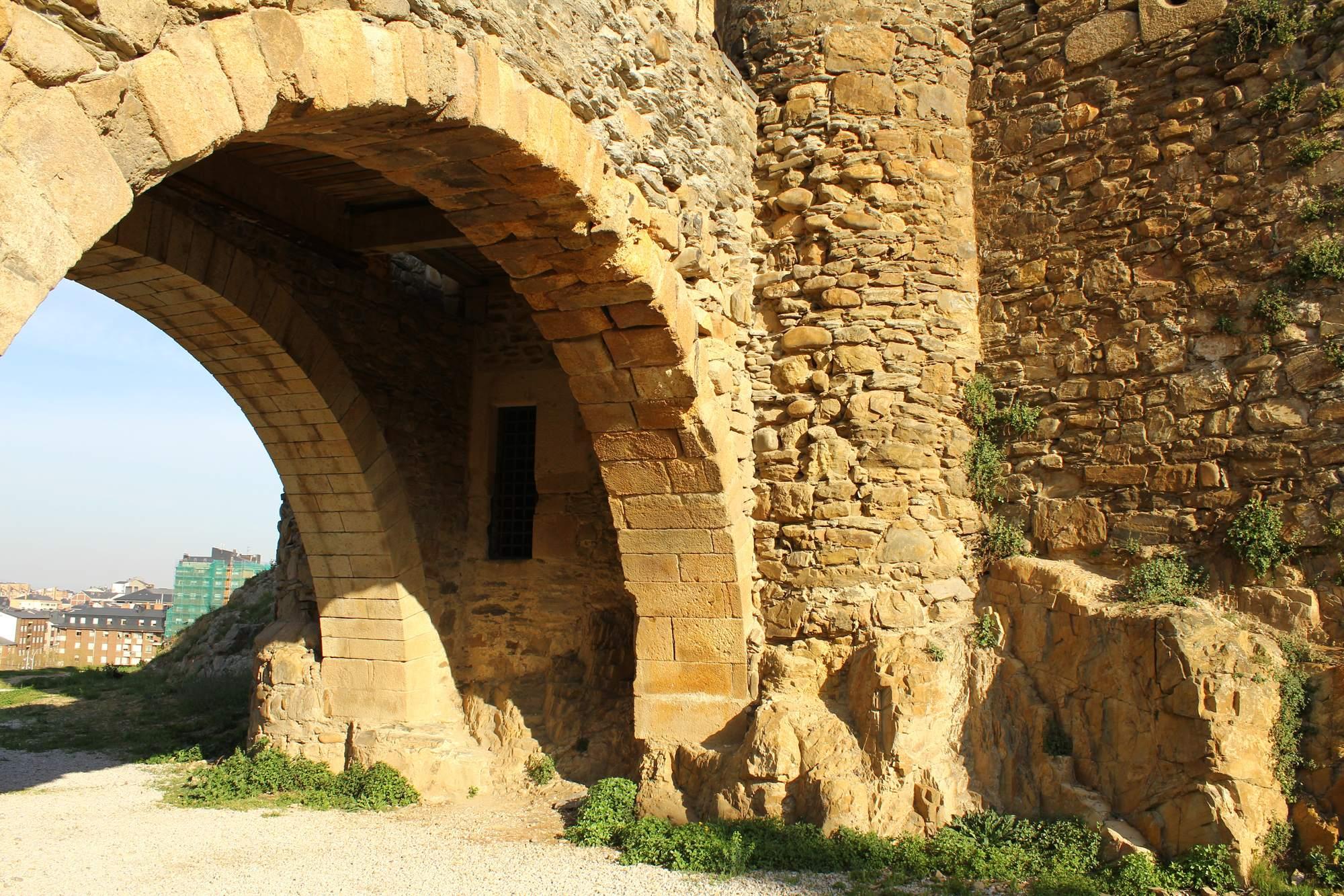 castle ponferrada7 Templar Castle of Ponferrada, Spain