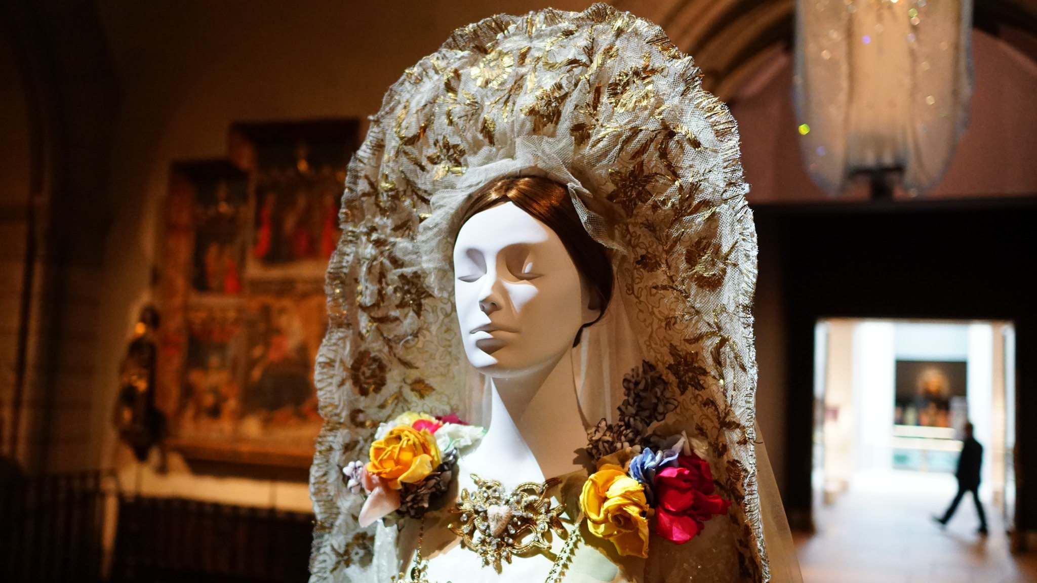 heavenly bodies3 Heavenly Bodies: Fashion and the Catholic Imagination in MET