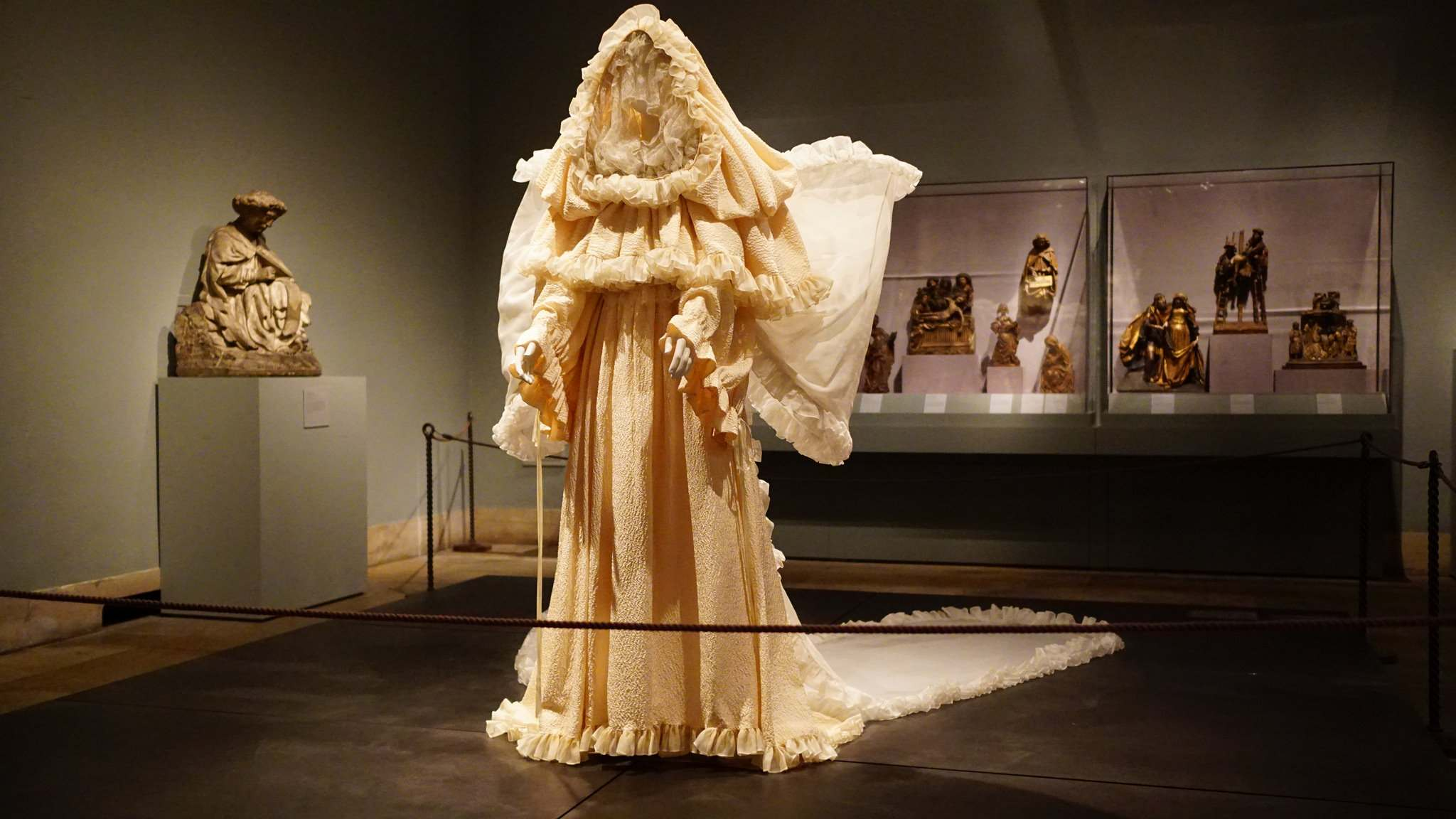heavenly bodies9 Heavenly Bodies: Fashion and the Catholic Imagination in MET