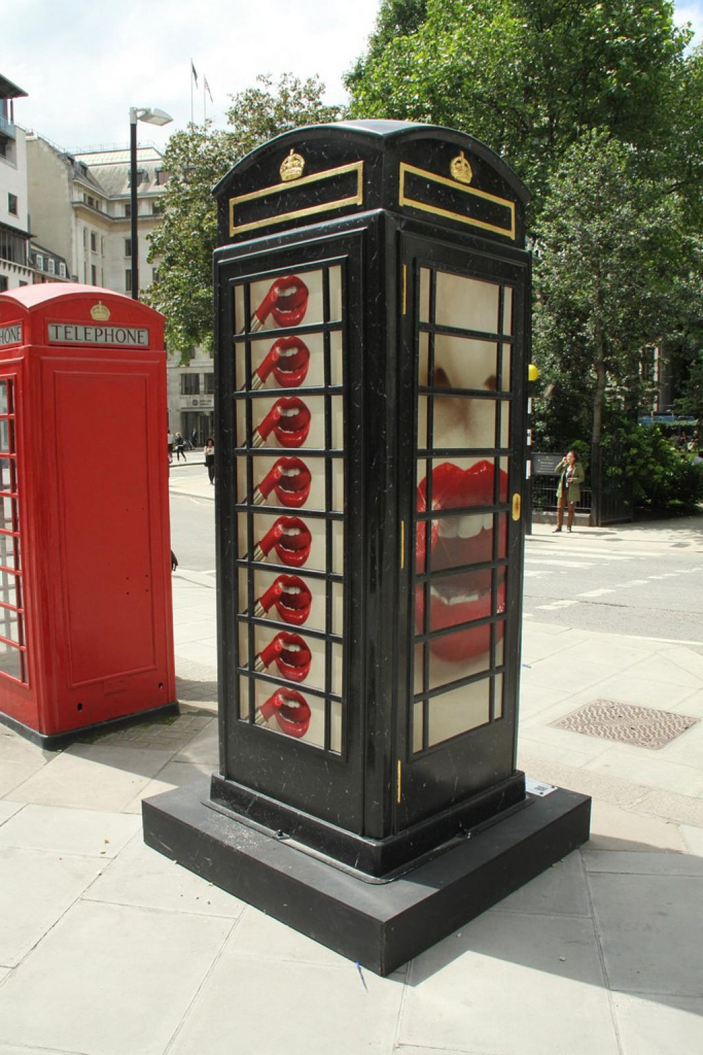 phone boxes3 Red telephone Boxes aka Street Art