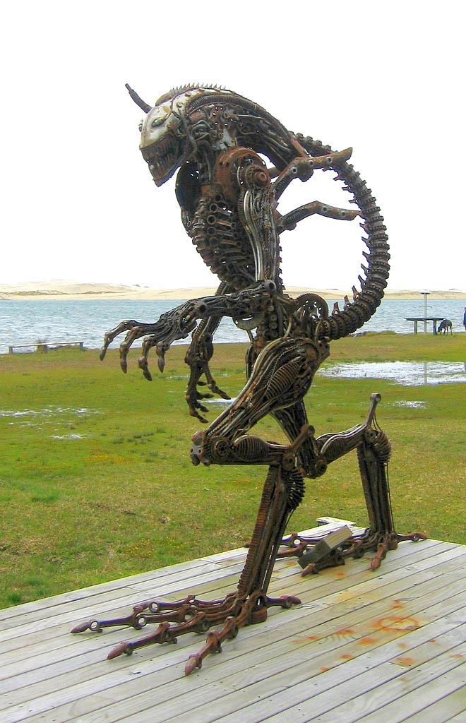 metal sculpture3 Sci fi Lifesize Metal Sculptures at Sea Front of Mangawhai