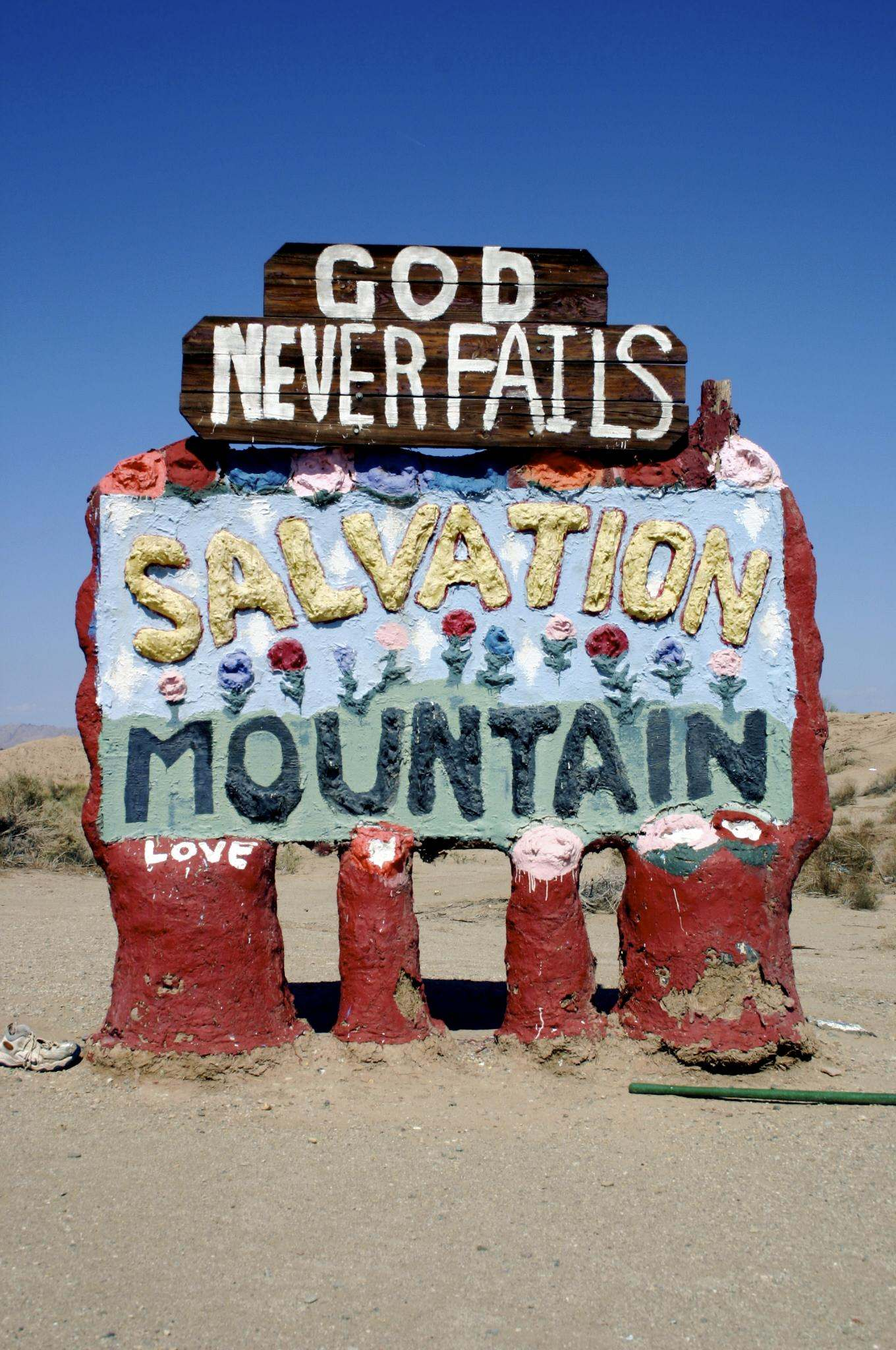 salvation mountain9 Truly Unique Salvation Mountain in California