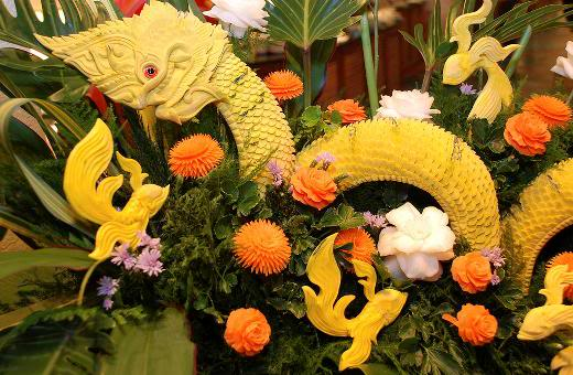 fruit carving11 Unbelievable Fruit and Vegetable Carving