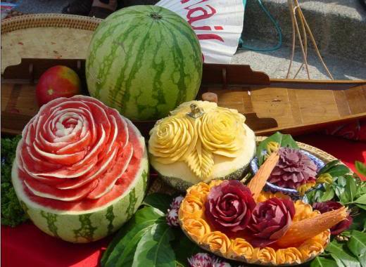 fruit carving14 Unbelievable Fruit and Vegetable Carving