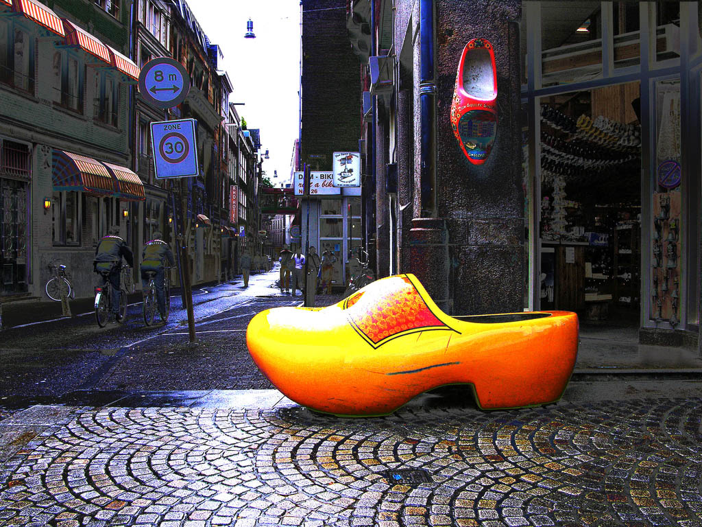 funny clogs traditional holand 4 Funny Clogs the Traditional Holand Footwear