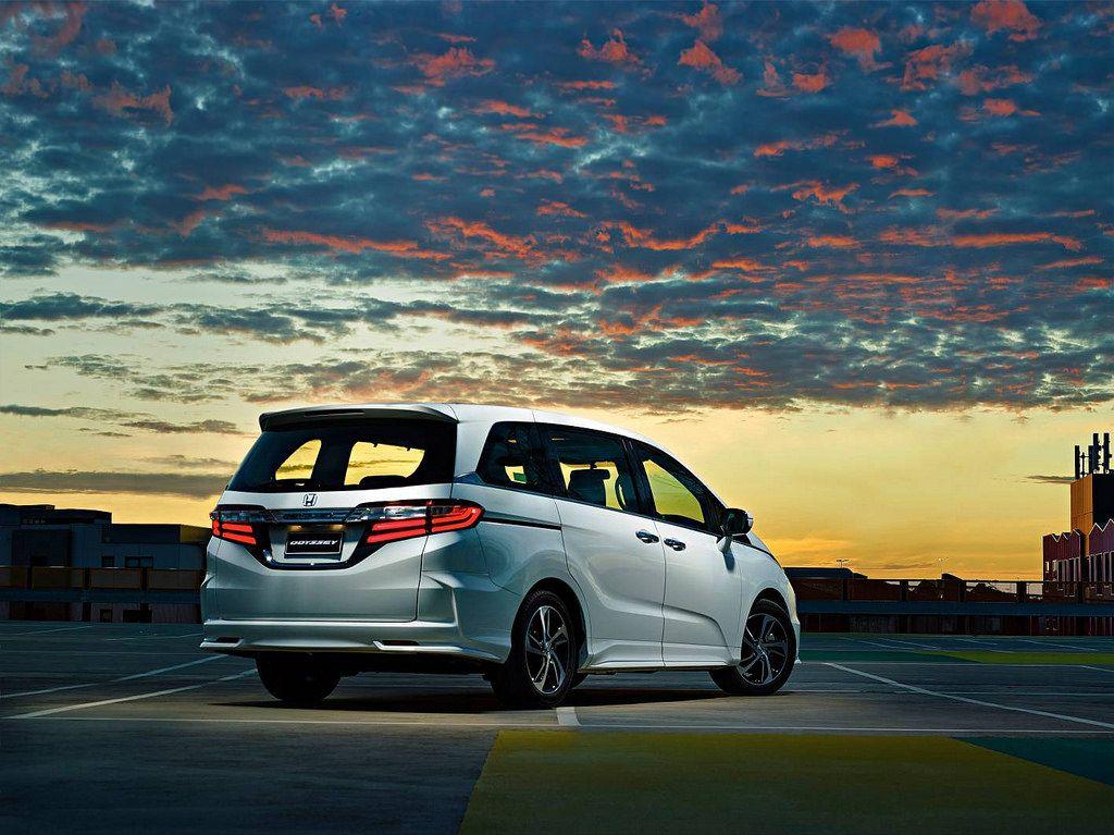 honda odyssey1 Honda Odyssey Minivan 2014   Bigger is Better