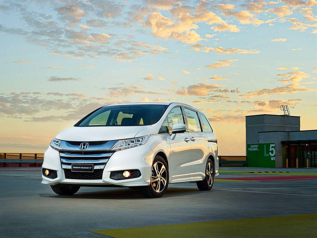 honda odyssey2 Honda Odyssey Minivan 2014   Bigger is Better