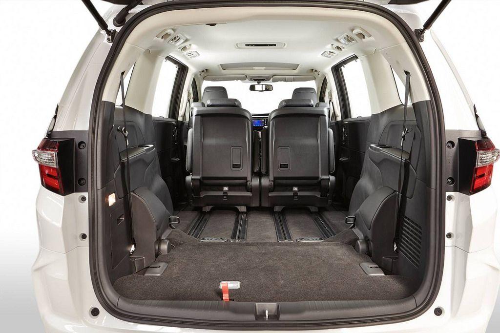 honda odyssey3 Honda Odyssey Minivan 2014   Bigger is Better
