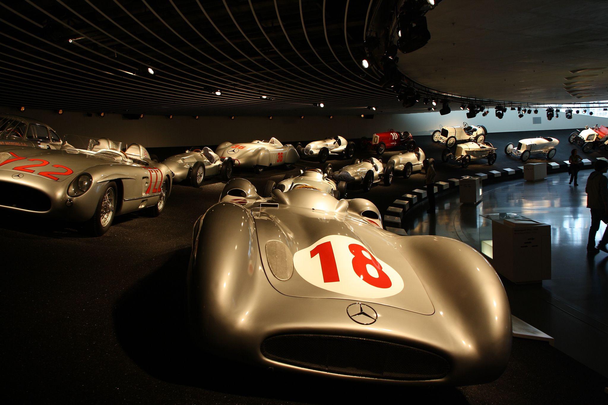 mercedes benz museum2 Mercedes Benz Museum in Stuttgart, Germany
