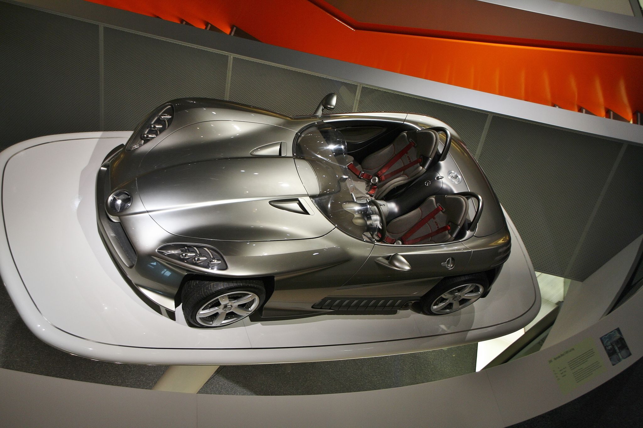 mercedes benz museum8 Mercedes Benz Museum in Stuttgart, Germany