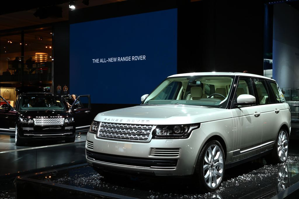 new rangerover1 New Range Rover Revealed at Paris Motor Show