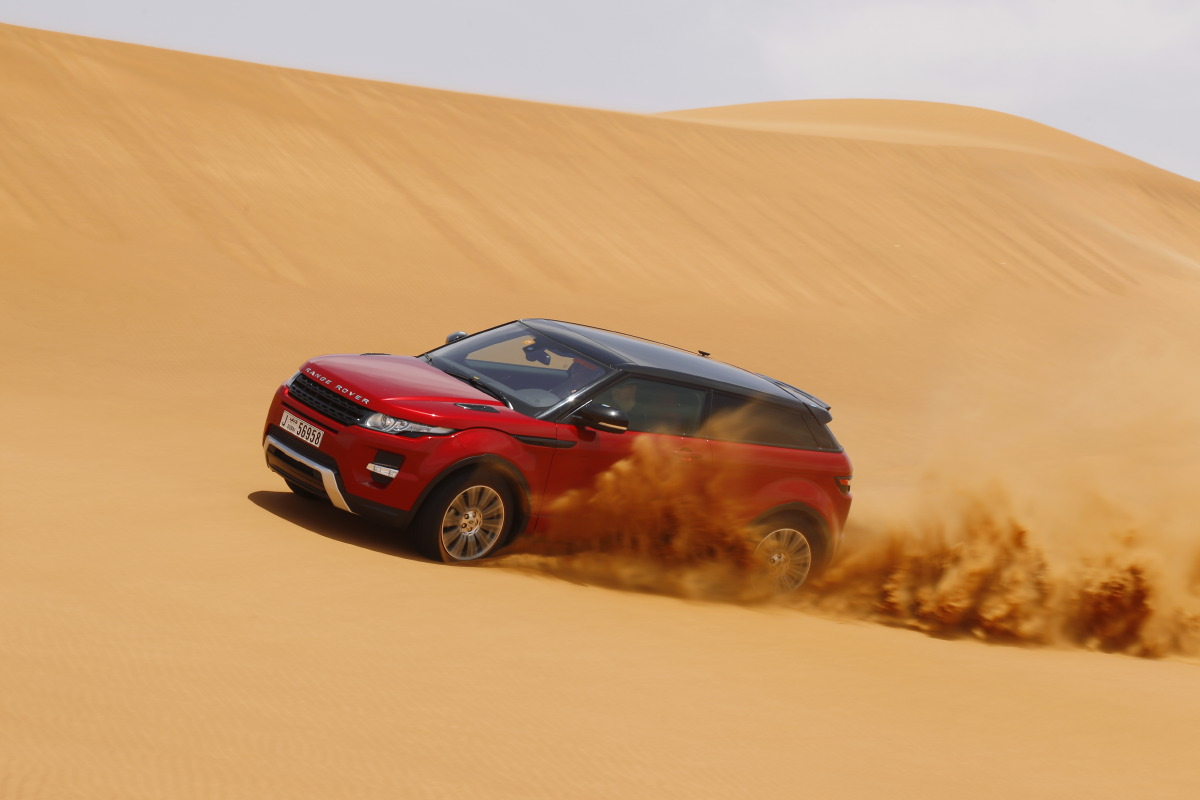 range rover evoque1 Welcome to Desert with Range Rover Evoque
