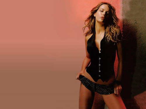 kate beckinsale5 Dangerous Girl Kate Beckinsale