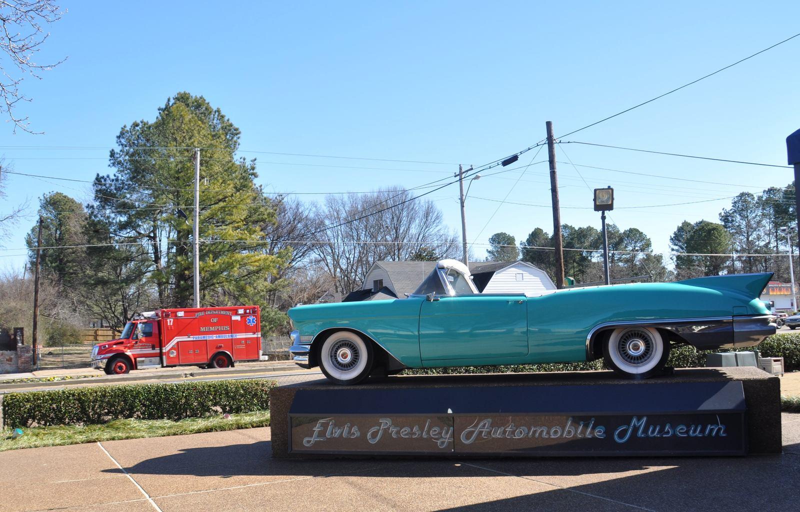 graceland10 Elvis Presleys Graceland in Memphis, Tennessee