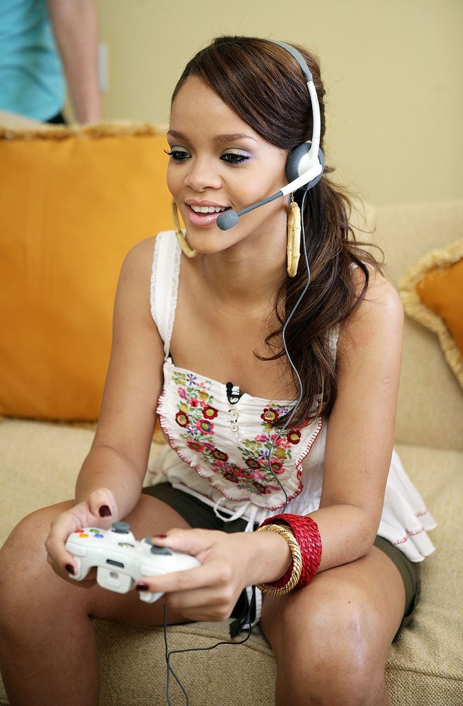 rihanna pictures Famous Celebrities Playing Xbox