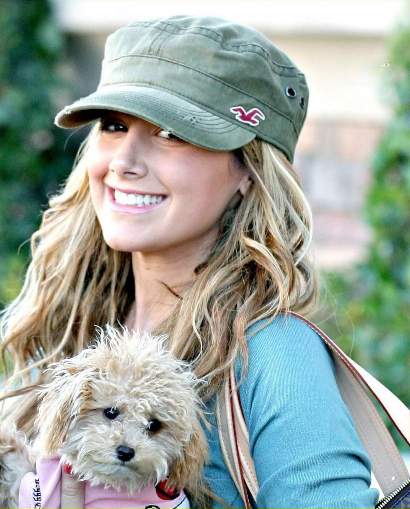 celebrity dog3 Female Celebrities and Their Dogs