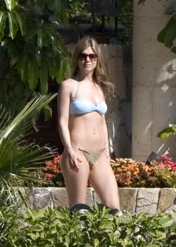 jennifer aniston bikini3 Hot Jennifer Aniston in Bikini
