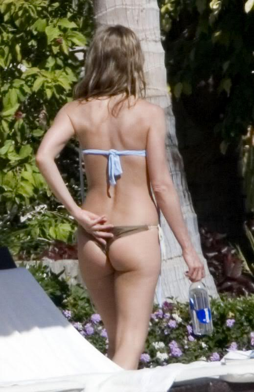 jennifer aniston bikini4 Hot Jennifer Aniston in Bikini