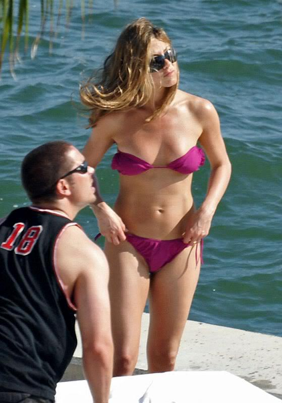 jennifer aniston bikini5 Hot Jennifer Aniston in Bikini