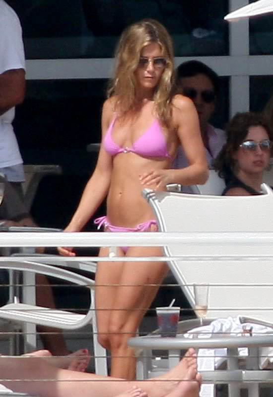 jennifer aniston bikini8 Hot Jennifer Aniston in Bikini