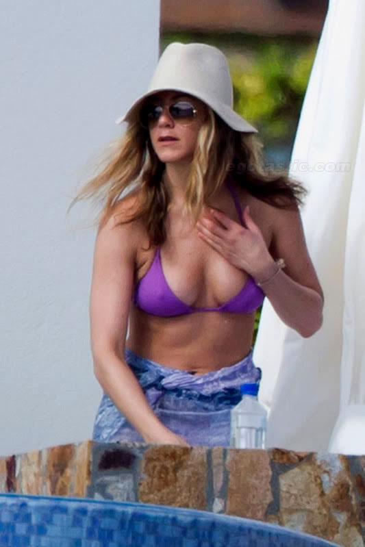jennifer aniston bikini9 Hot Jennifer Aniston in Bikini