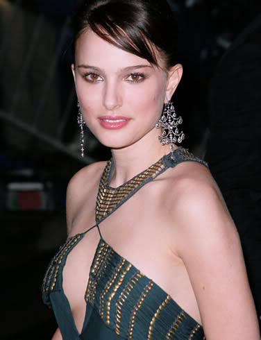 natalie portman cleavage1 Natalie Portman   Celebrity with Cute Cleavage