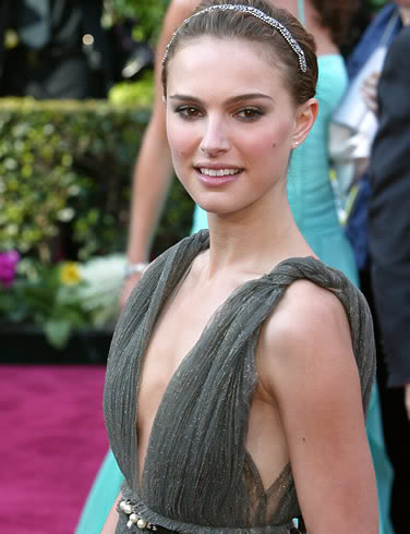 natalie portman cleavage2 Natalie Portman   Celebrity with Cute Cleavage