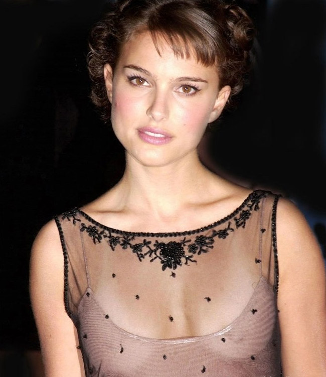 natalie portman cleavage7 Natalie Portman   Celebrity with Cute Cleavage