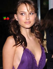 natalie portman cleavage8 Natalie Portman   Celebrity with Cute Cleavage