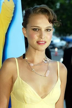 natalie portman cleavage9 Natalie Portman   Celebrity with Cute Cleavage