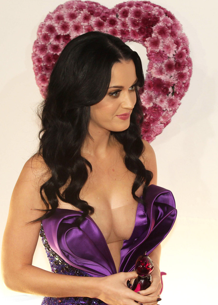 katy perry pictures1 Sweet Katy Perry in Purple Dresses