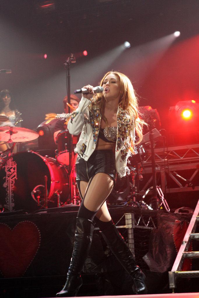 miley cyrus4 Teenage Pop Star Miley Cyrus