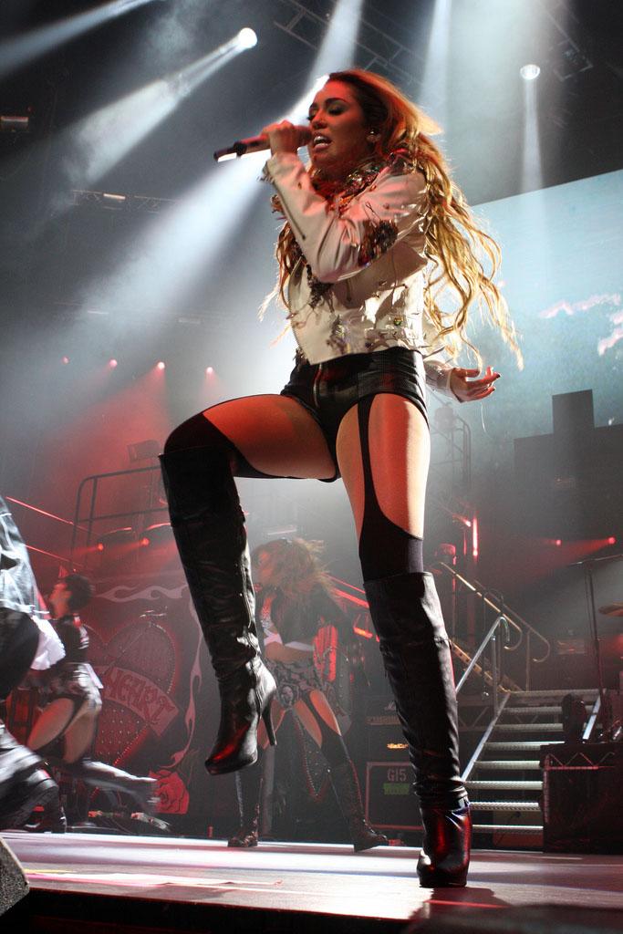 miley cyrus5 Teenage Pop Star Miley Cyrus