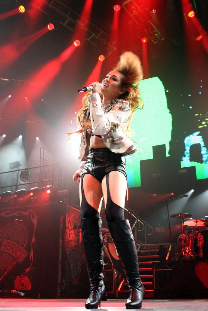 miley cyrus6 Teenage Pop Star Miley Cyrus