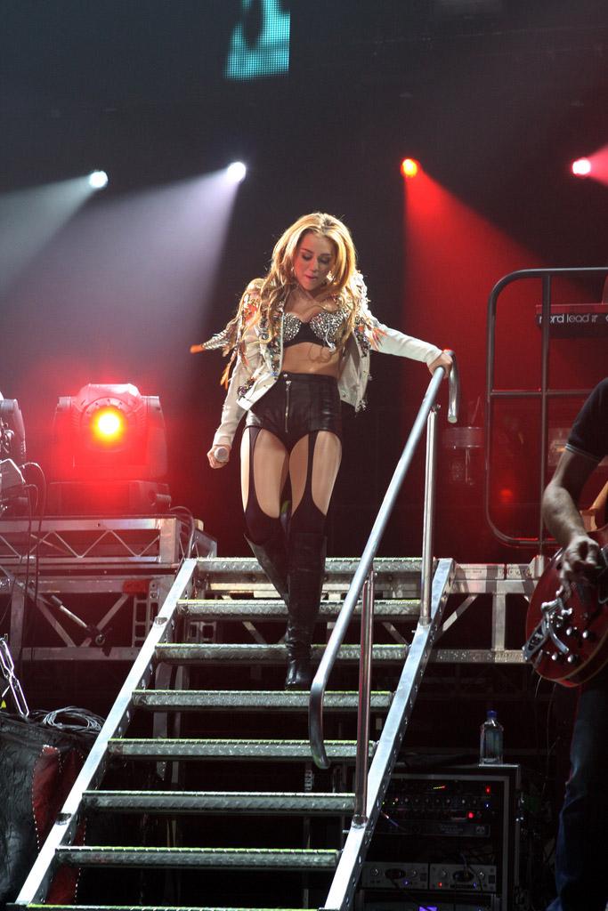 miley cyrus7 Teenage Pop Star Miley Cyrus