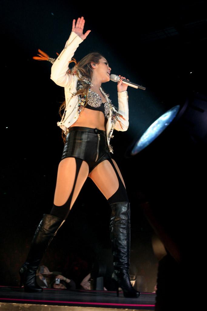 miley cyrus8 Teenage Pop Star Miley Cyrus