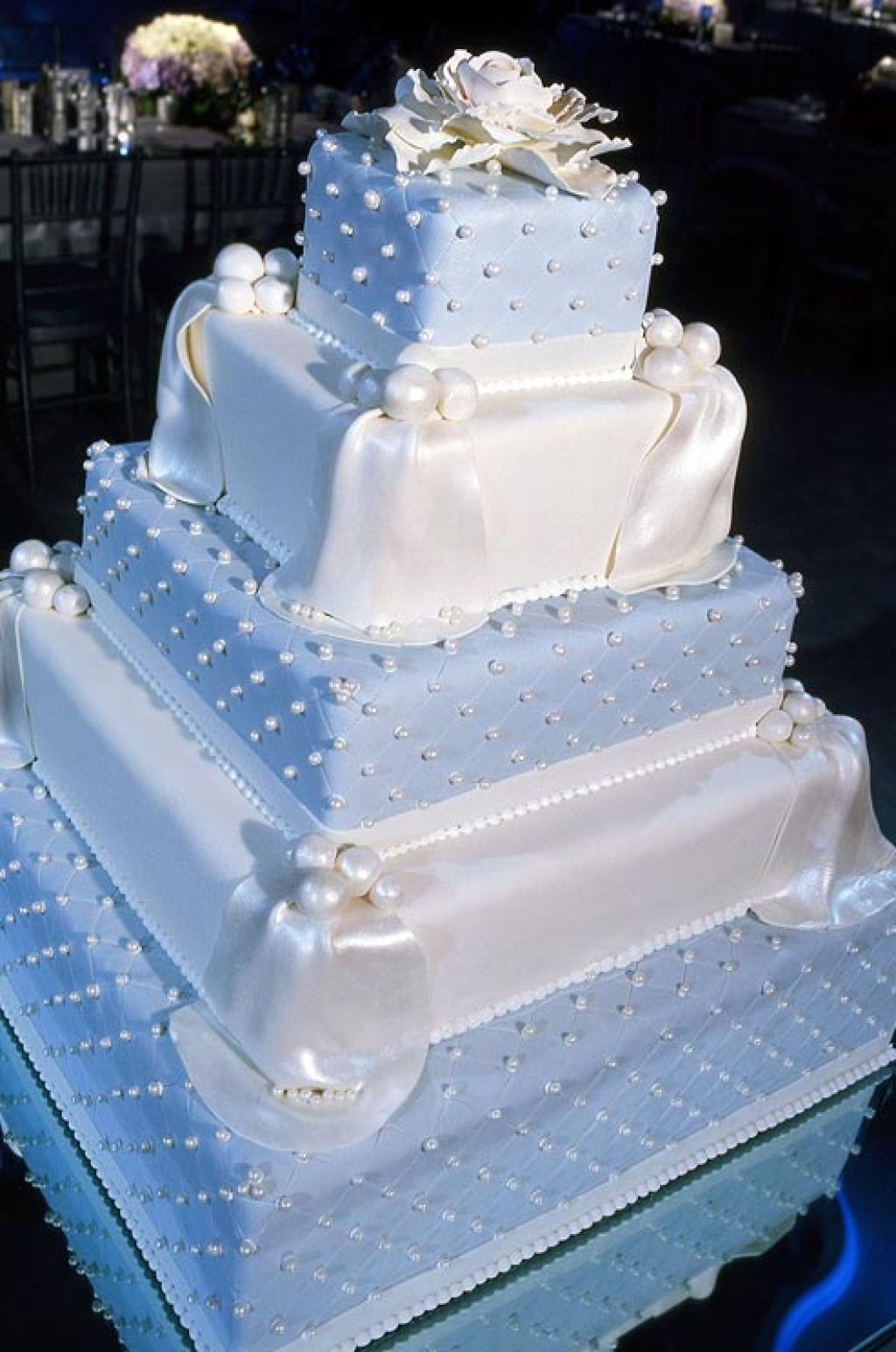 wedding cake8 Creative Wedding Cakes Inspiration