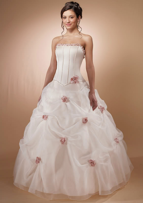 white wedding dress10 Be a Princess in White Wedding Dress
