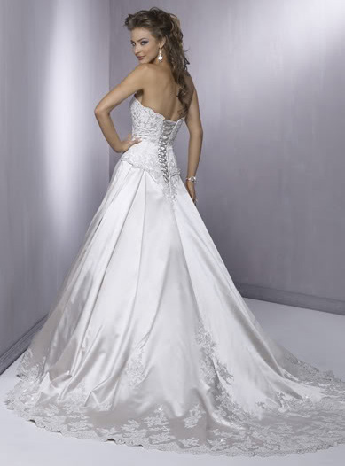 white wedding dress4 Be a Princess in White Wedding Dress