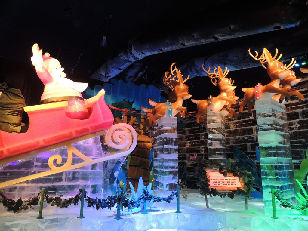gaylord palms ice11 Madagascar Ice Sculptures Coolest Exhibit in Orlando