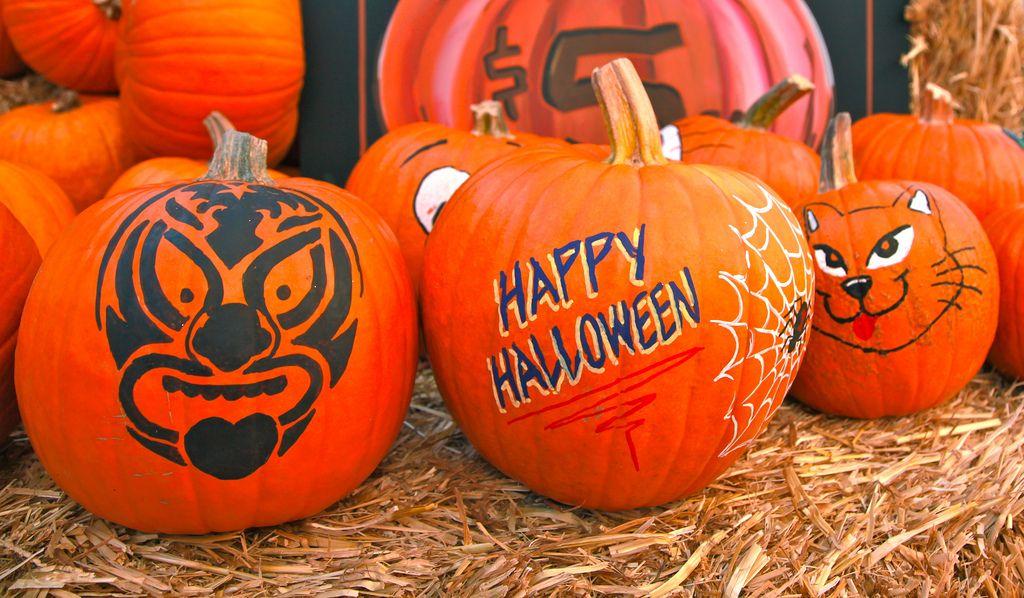 halloween pumpkin1 Painted Halloween Pumpkins   Paint your Design
