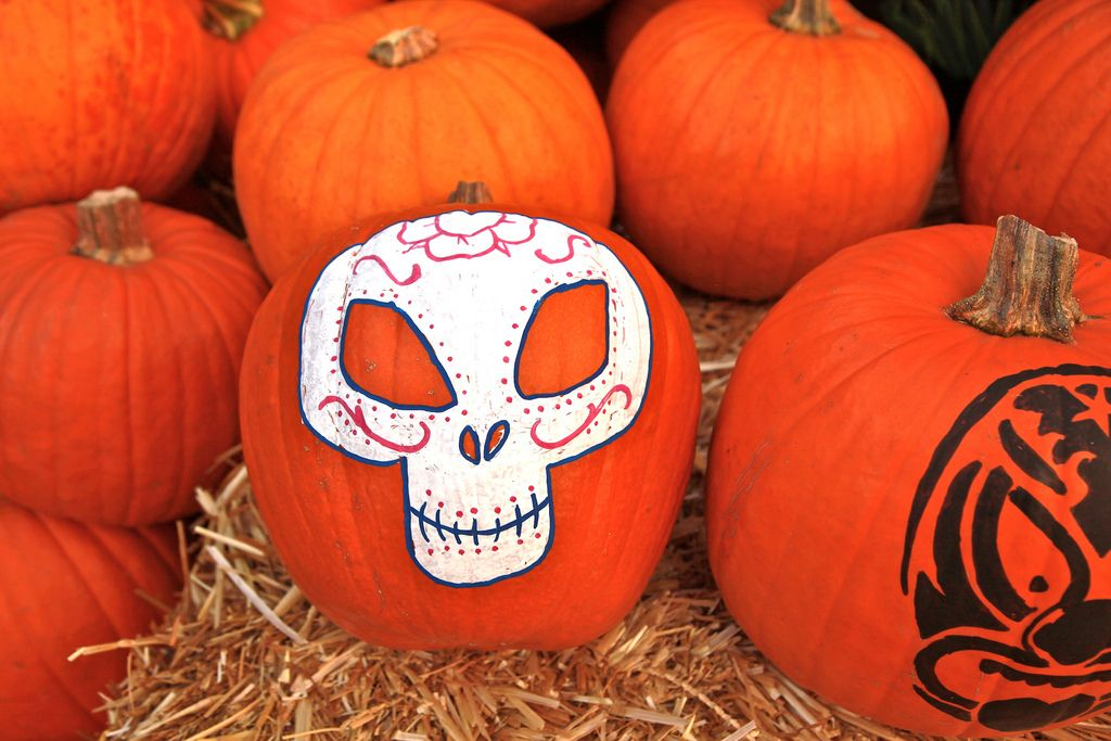 halloween pumpkin2 Painted Halloween Pumpkins   Paint your Design